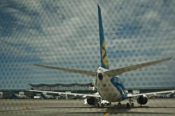 Ukraine International Airlines loses nearly $100 million