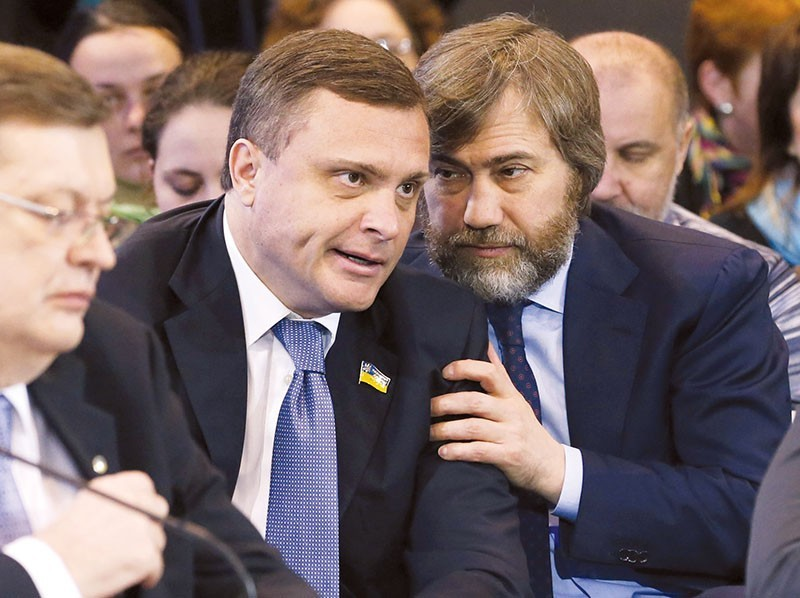 Vadim Novinsky (R) talks to Serhiy Lyovochkin, who served as chief of staff to former President Viktor Yanukovych, at the presentation of the opposition government. It is composed partly of former Yanukovych allies. (UNIAN)