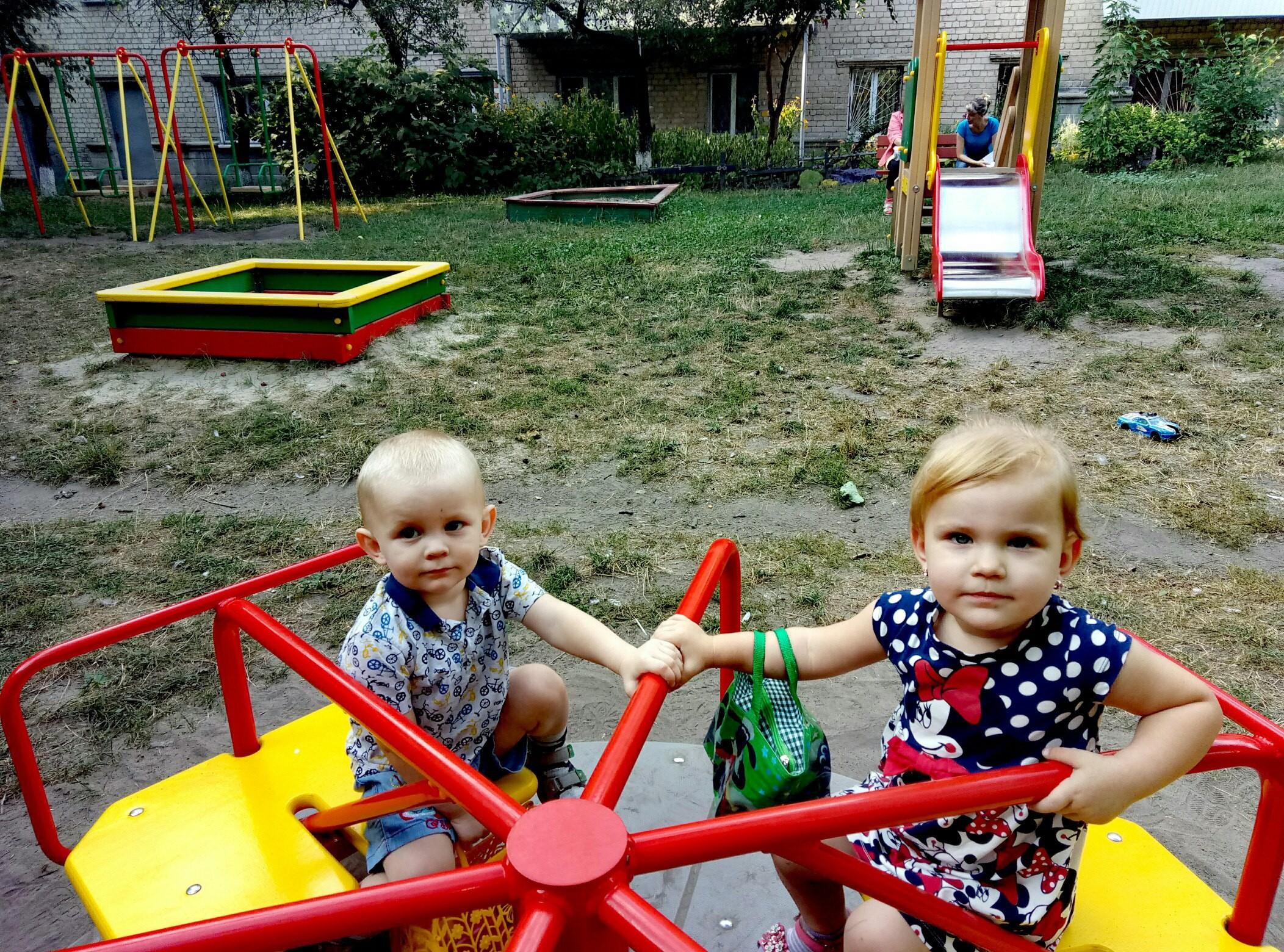 Мальчик не выжил, за жизнь девочки борются врачи / фото raskrutk.ru на место происшествия немедленно выехала следственно-оперативная группа.