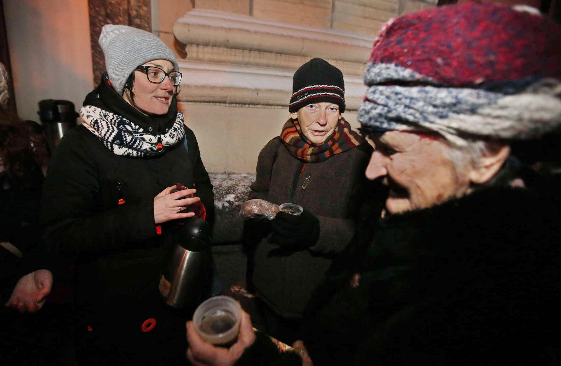 Kyiv volunteers help homeless, Roma people | KyivPost